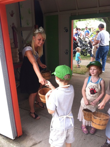 County fair queens were stationed in the kids' activity to help out. Princess complimented the Queen on her beautiful royal crown. The Queen graciously and sweetly complimented Princess on her beautiful farmer hat in sincere return.